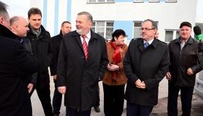 Na zdj. Czesław Renkiewicz, Krzysztof Mażul i kandydaci na radnych/.