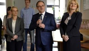 Od lewej: Ewa Sidorek, zastępca prezydenta Suwałk, Czesław Renkiewicz, prezydent Suwałk, Jadwiga Mariola Szczypiń, przewodnicząca Rady Miejskiej.