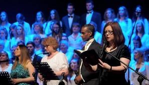 Od prawej: Jolanta Hinc-Mackiewicz i soliści - Isaac Howard, Beata Stasiak i Gabriela Gąsior.