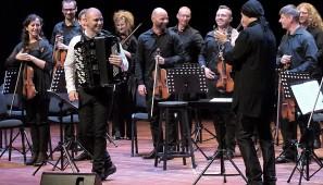 Marcin Wyrostek wystąpił w piątek z orkiestrą AUKSO pod batutą Marka Mosia.