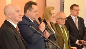 Uczestnicy debaty w AP w Suwałkach.