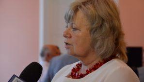 Na zdj. Ewa Rogalewska, redaktor albumu.